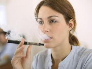 Ученые разошлись во мнениях о пользе электронных сигарет