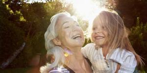 Кто на самом деле счастливее? Молодые или пожилые?
