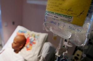 Пациенты, проходящие химиотерапию, могут сохранить часть волос