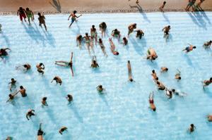Сколько мочи в бассейне на самом деле?
