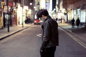 Чувствуете себя одинокими? Возможно, Вы слишком часто сидите в социальных сетях