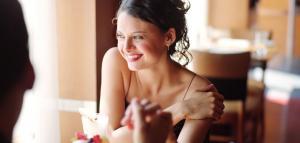 Исследование показывает: чем красивее женщина, тем больше заплатит мужчина в ресторане