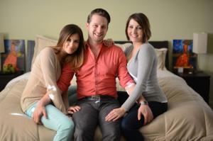 Две бисексуальных женщины и их муж с успехом воспитывают детей втроем
